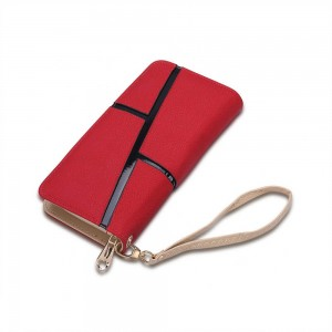 Mary Kate Wristlet in Red