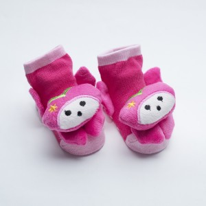Pink socks with pinky white kitten with star on the left head design