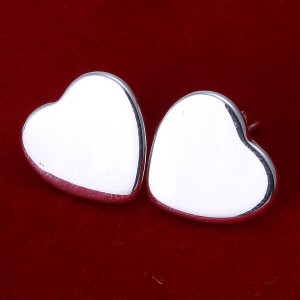 Lyla Heart Earrings