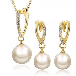 Lynette Pearl 18K Gold Necklace and Earrings Set