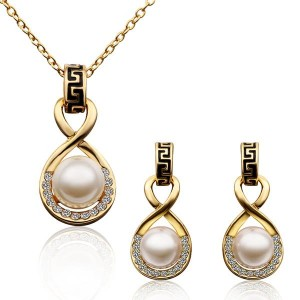 Ophelia 18K Gold Plated Necklace and Earrings Set